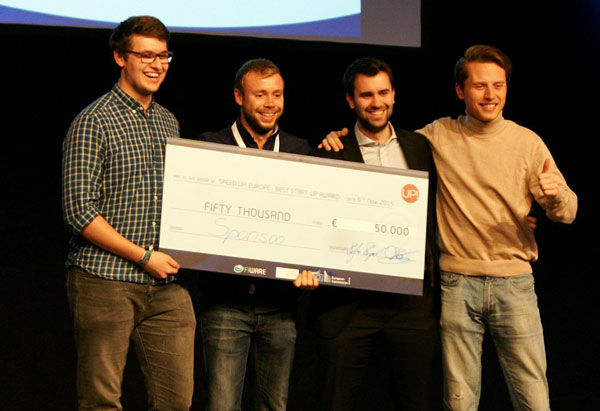 The Sponsoo team receives a €50,000 cheque as prize money in a startup competition.